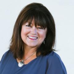 Debbie Alsdorf headshot
